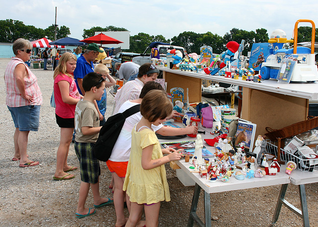 South Drive-in Flea Market the Largest Outdoor Yard and ...